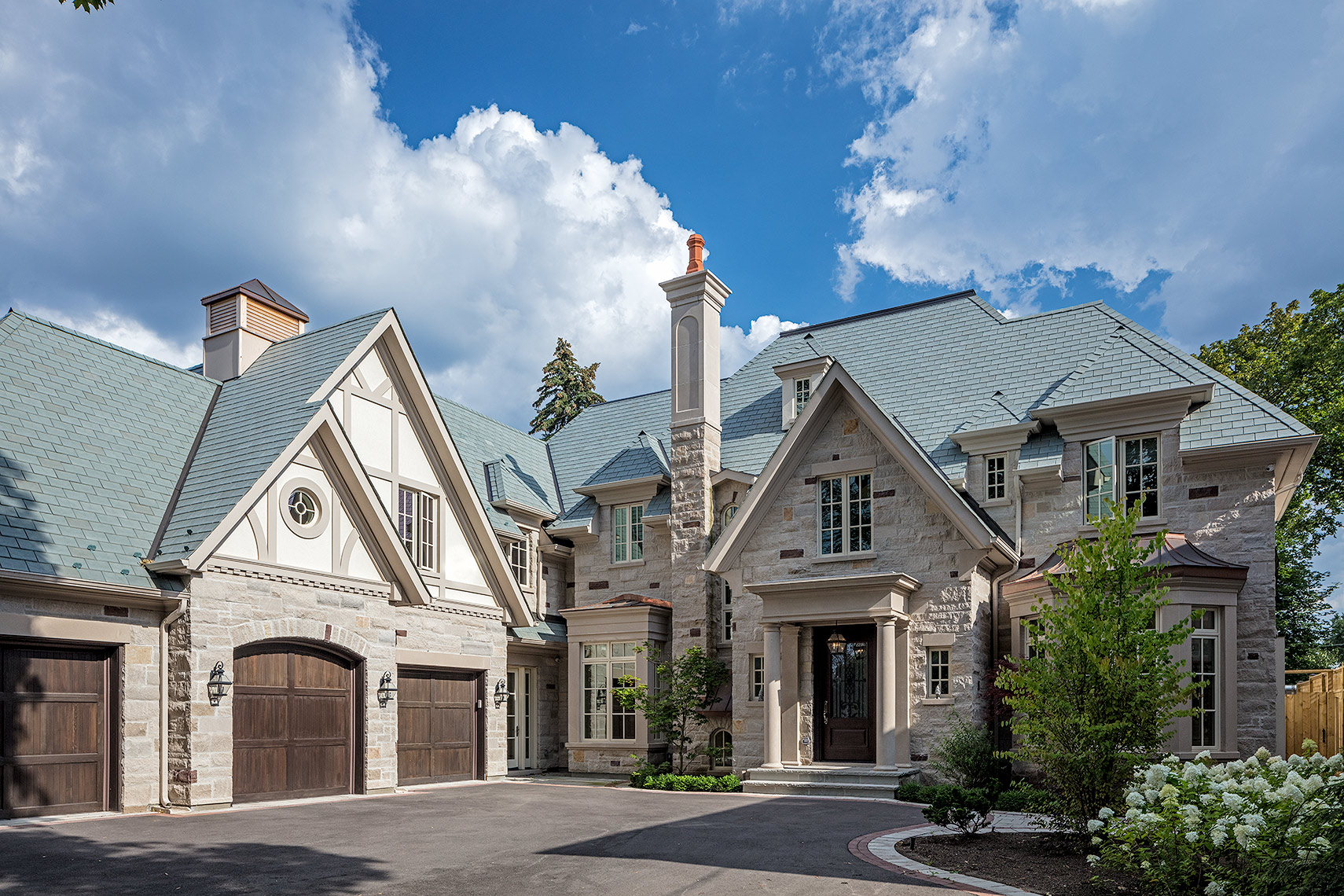 0-Customhomes-MakowArchitects-tudor-luxurycustomhome-01