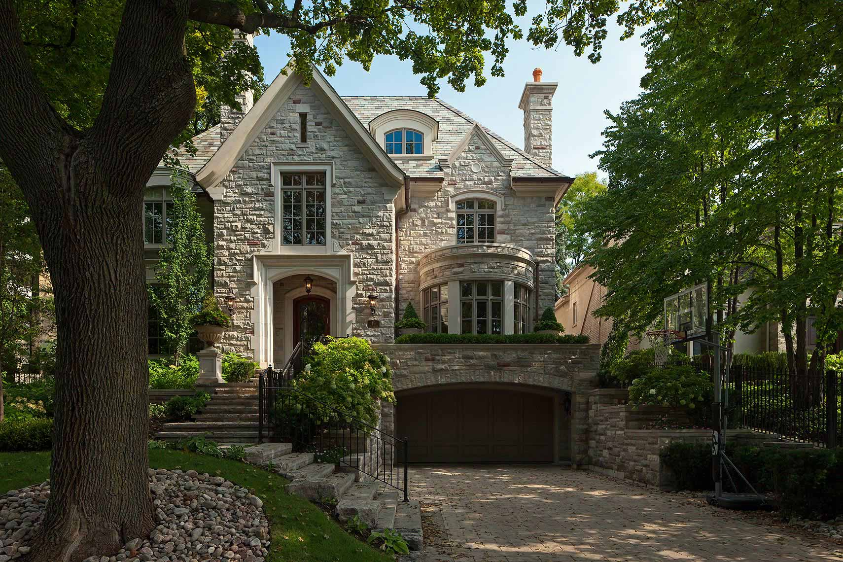 Custom Home Tudor Style(23) - Makow Architects