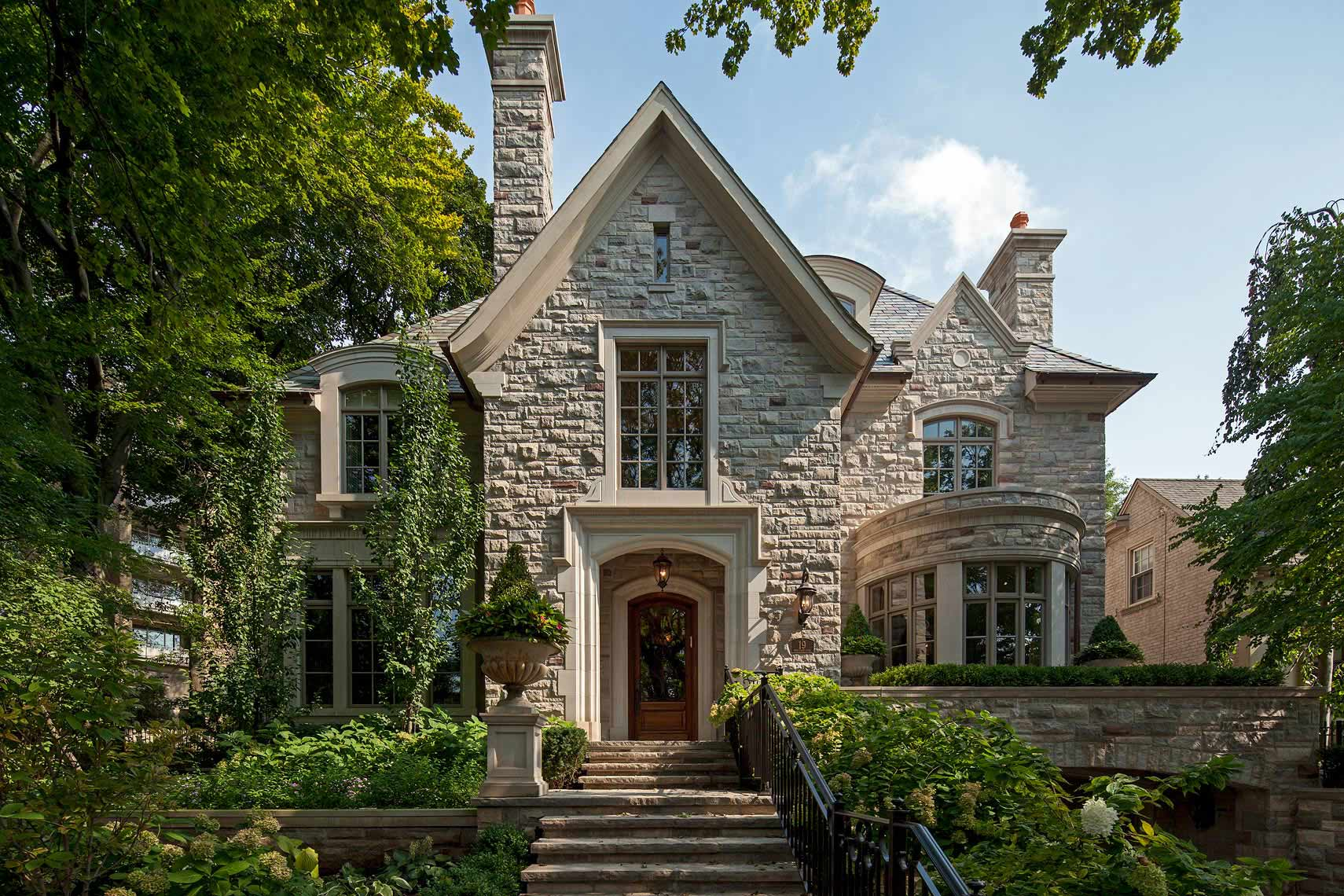 14-customhomes-tudorstyle-MakowArchitects-015