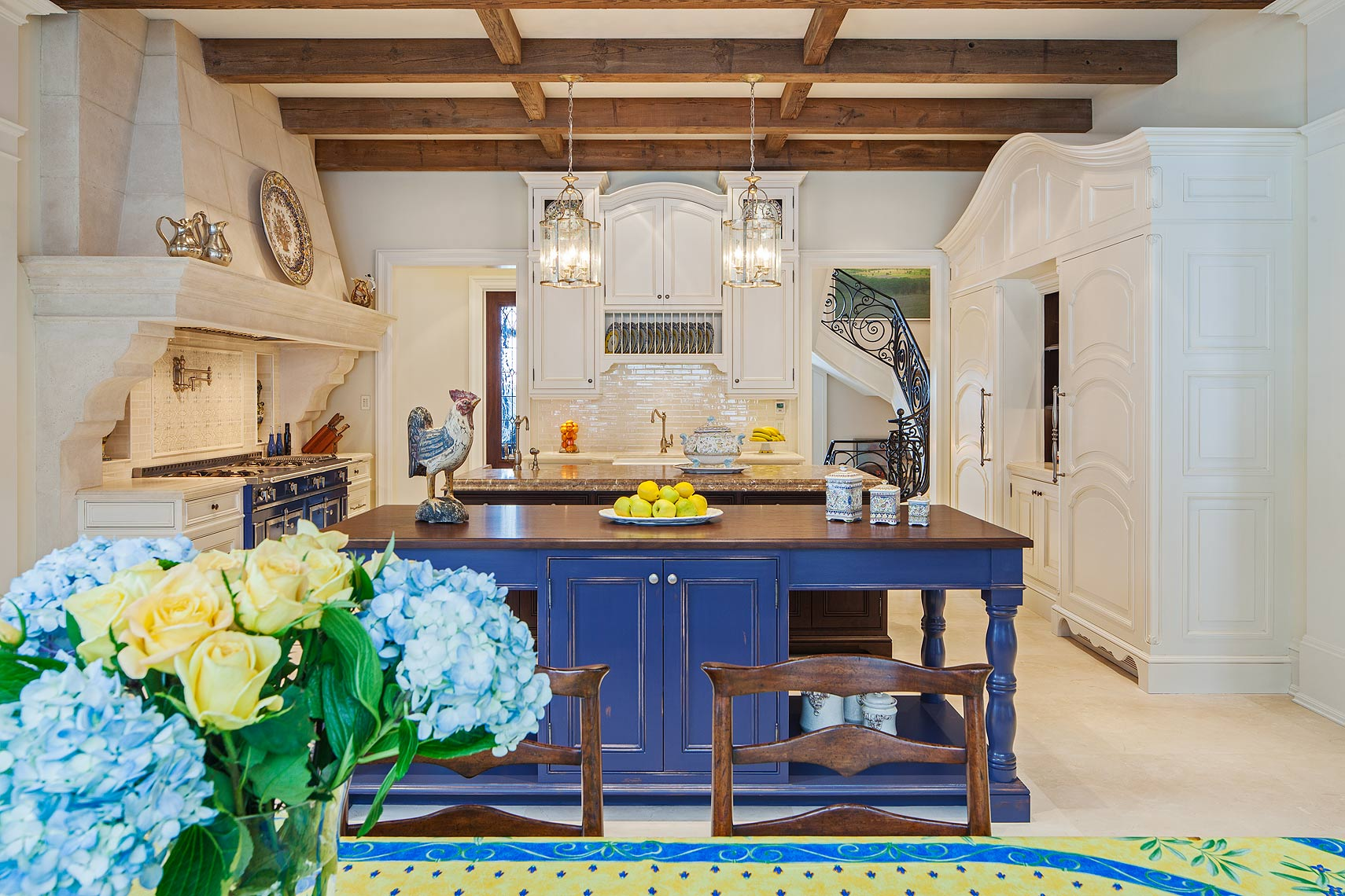 2-interiordesign-traditional-MakowArchitects-035-traditionalfrenchcountrykitchen