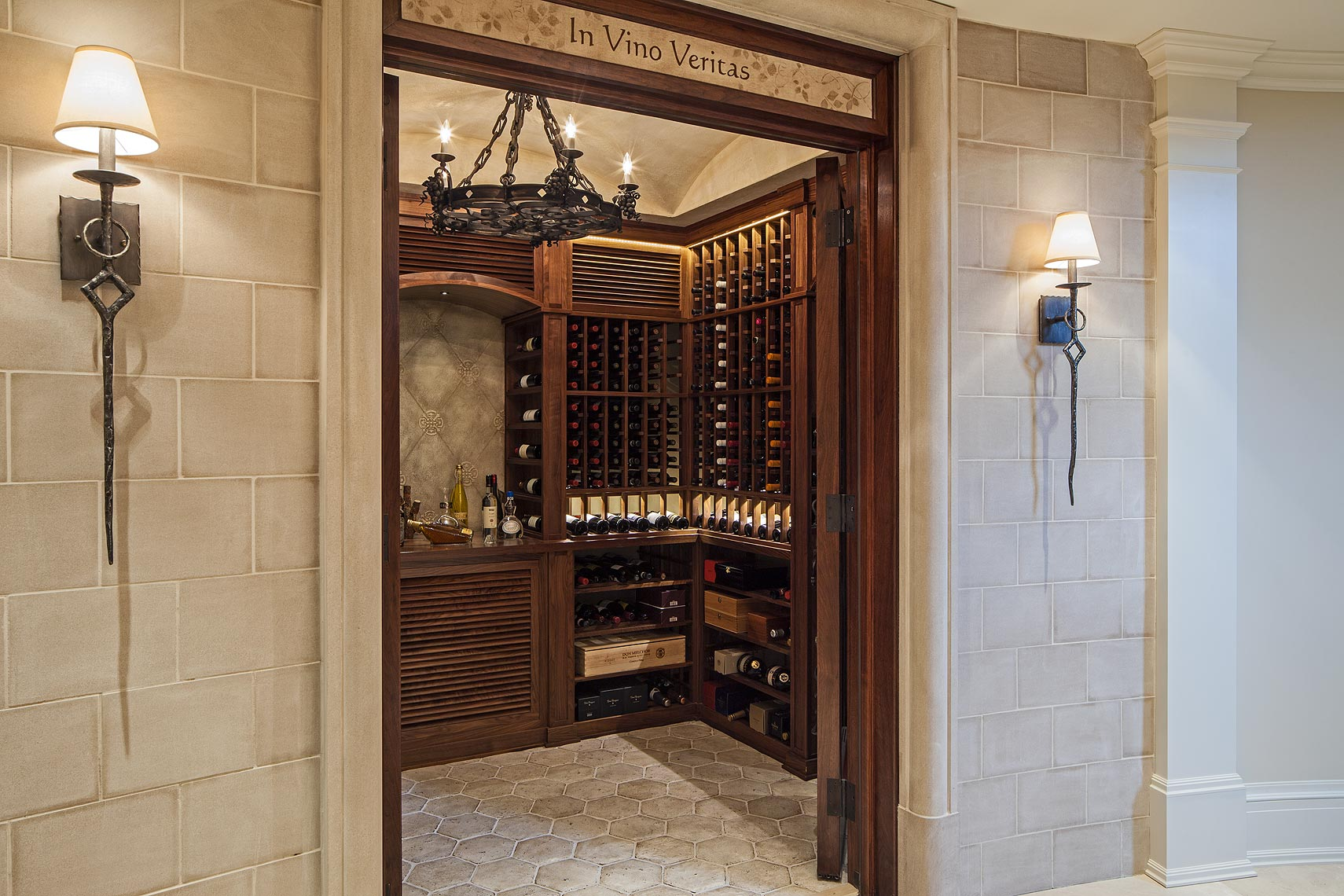 20-interiordesign-traditional-MakowArchitects-053-traditionalfrenchwinecellar