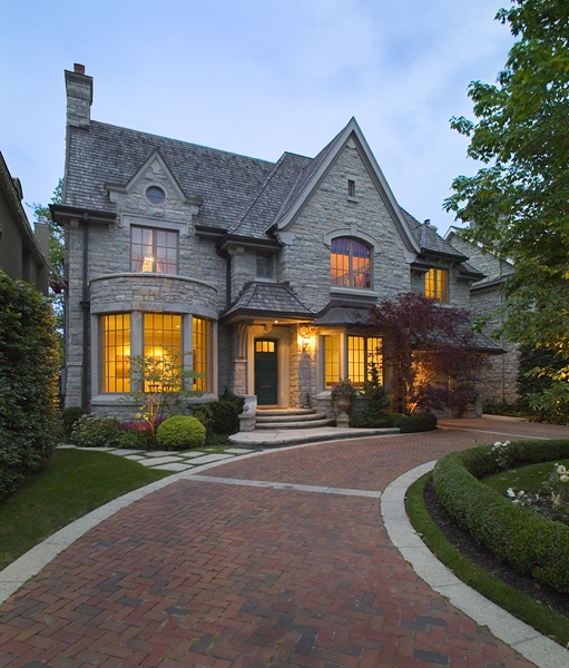 Custom Home Tudor Style(36) - Makow Architects